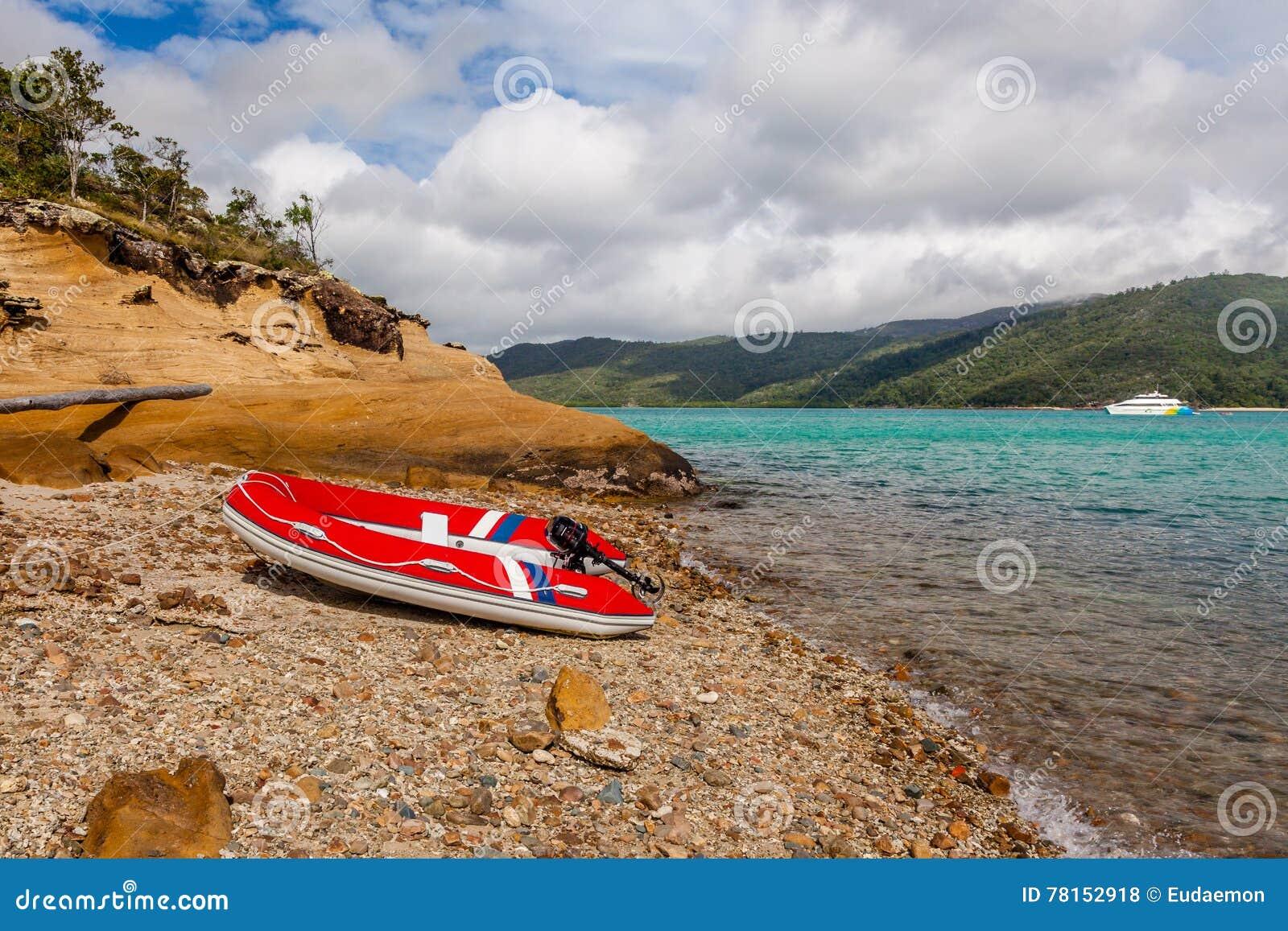 Barco de motor inflável