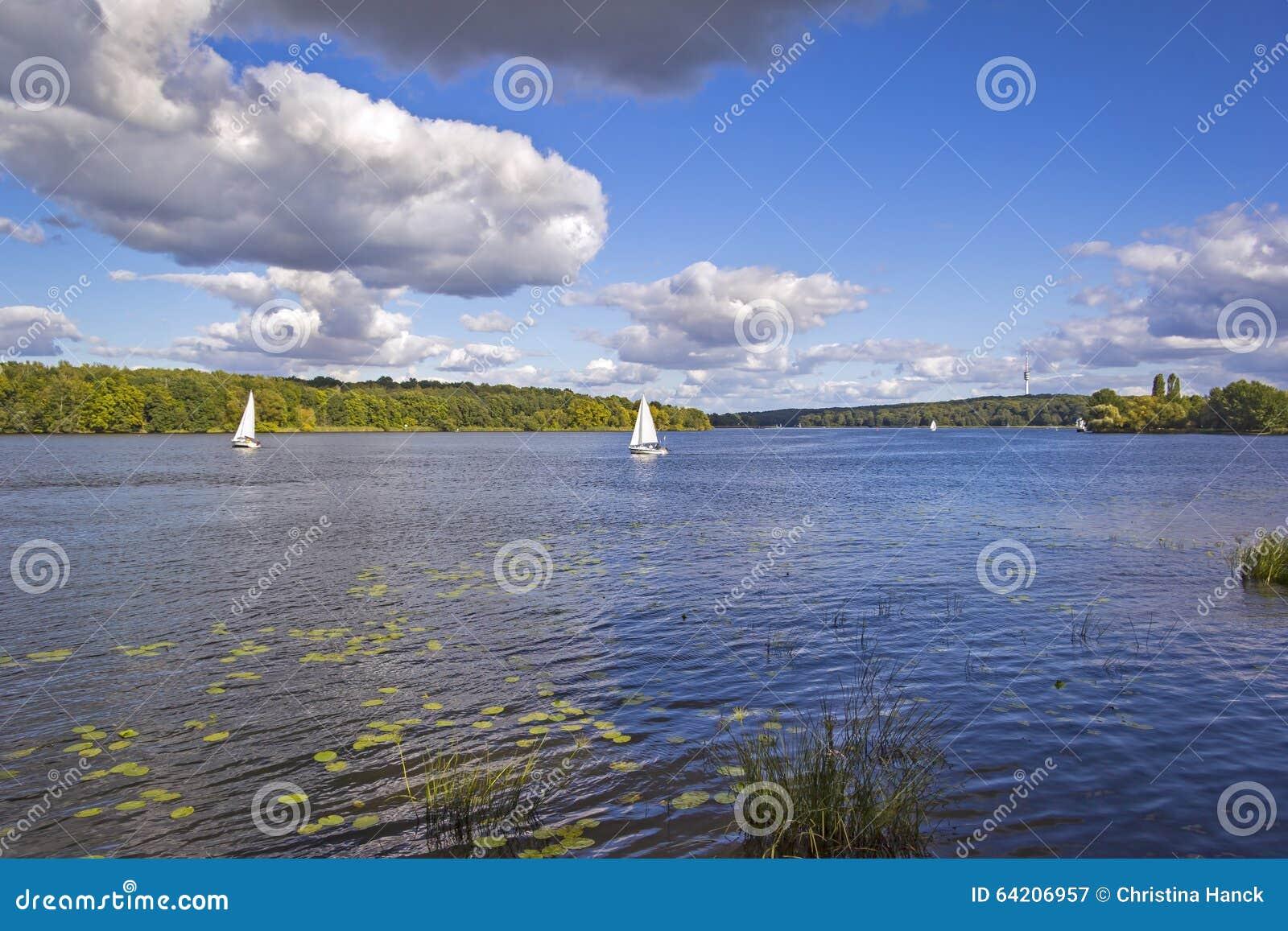 Barco de navegación en el río Havel, Potsdam