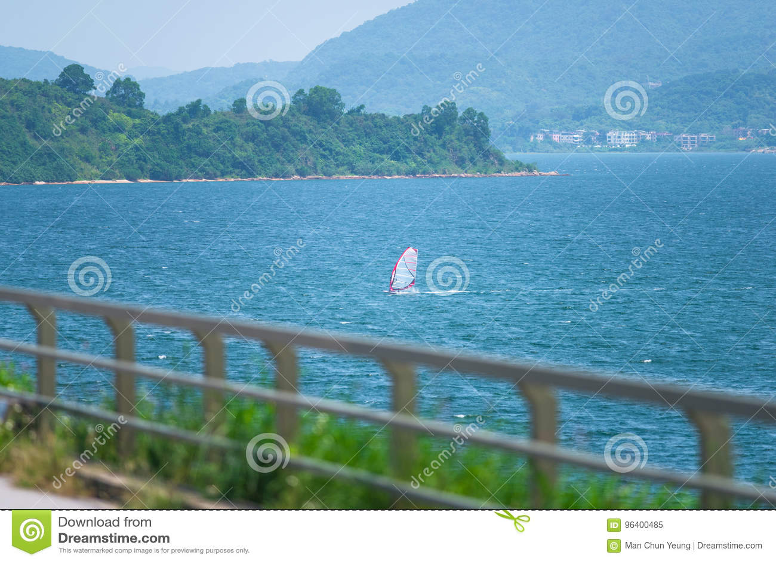 Barco de navigação no mar