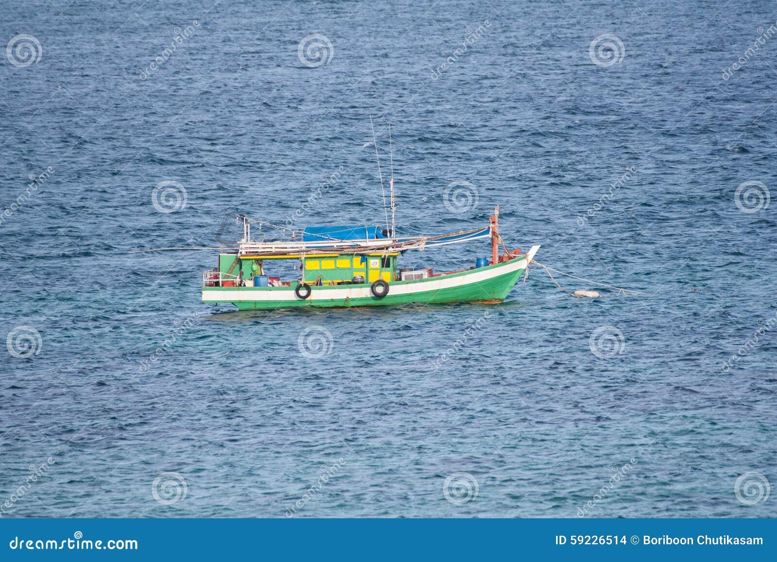 Download Barco de pesca foto de archivo. Imagen de agua, recipiente - 59226514