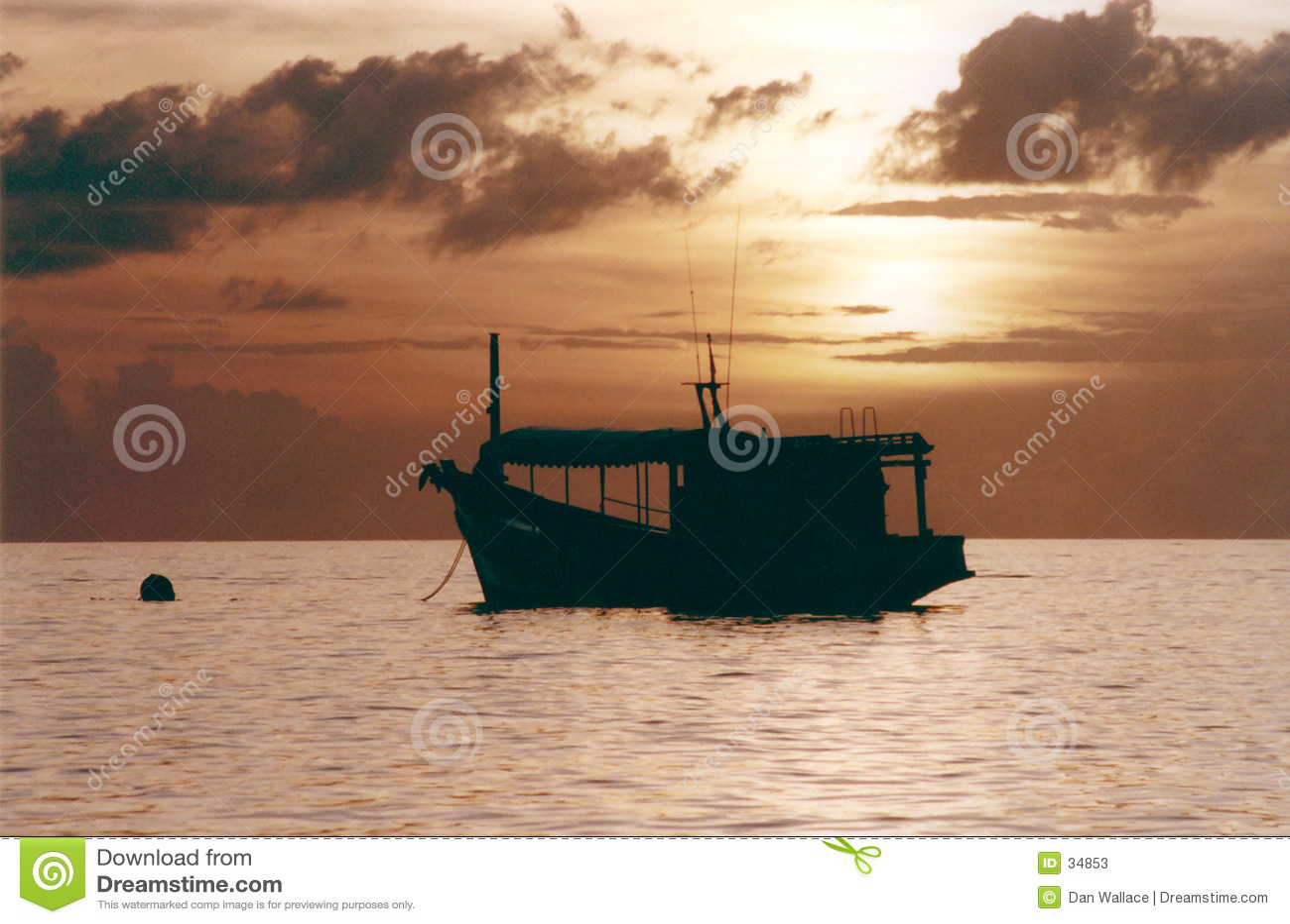 Download Barco De Pesca En La Puesta Del Sol Imagen de archivo - Imagen de recorrido, pacífico: 34853