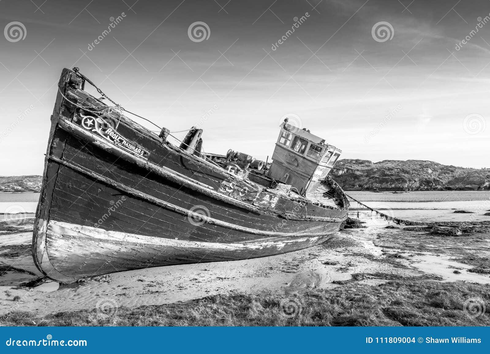 Barco de pesca irlandés abandonado
