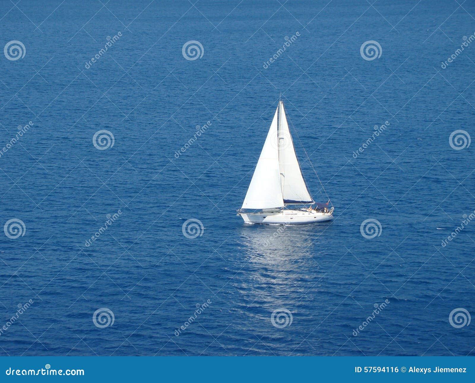 Barco de vela solo