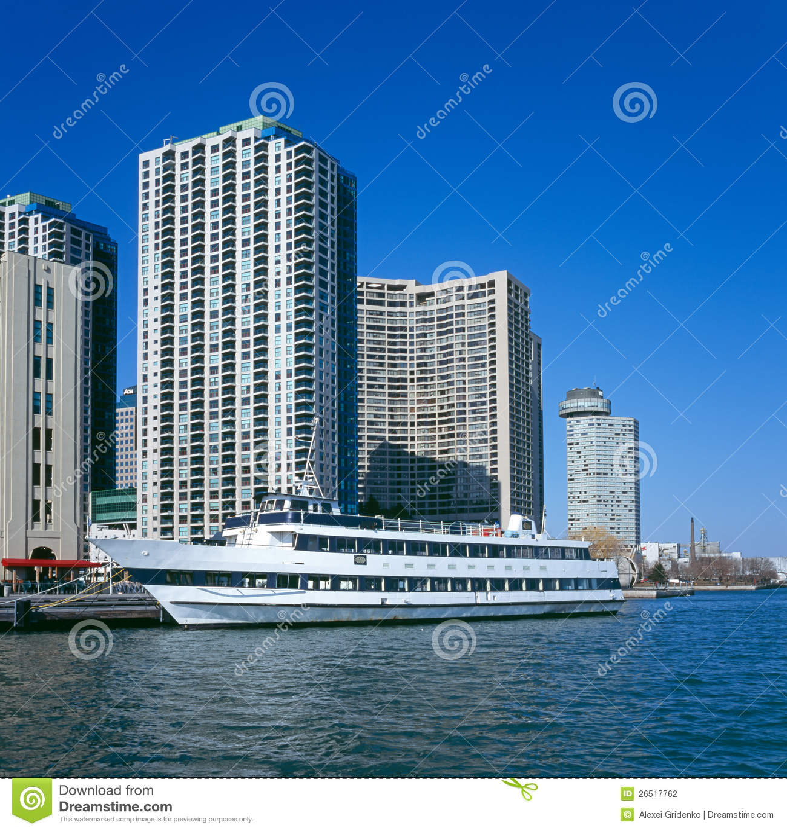 Barco do cruzeiro no porto de Toronto