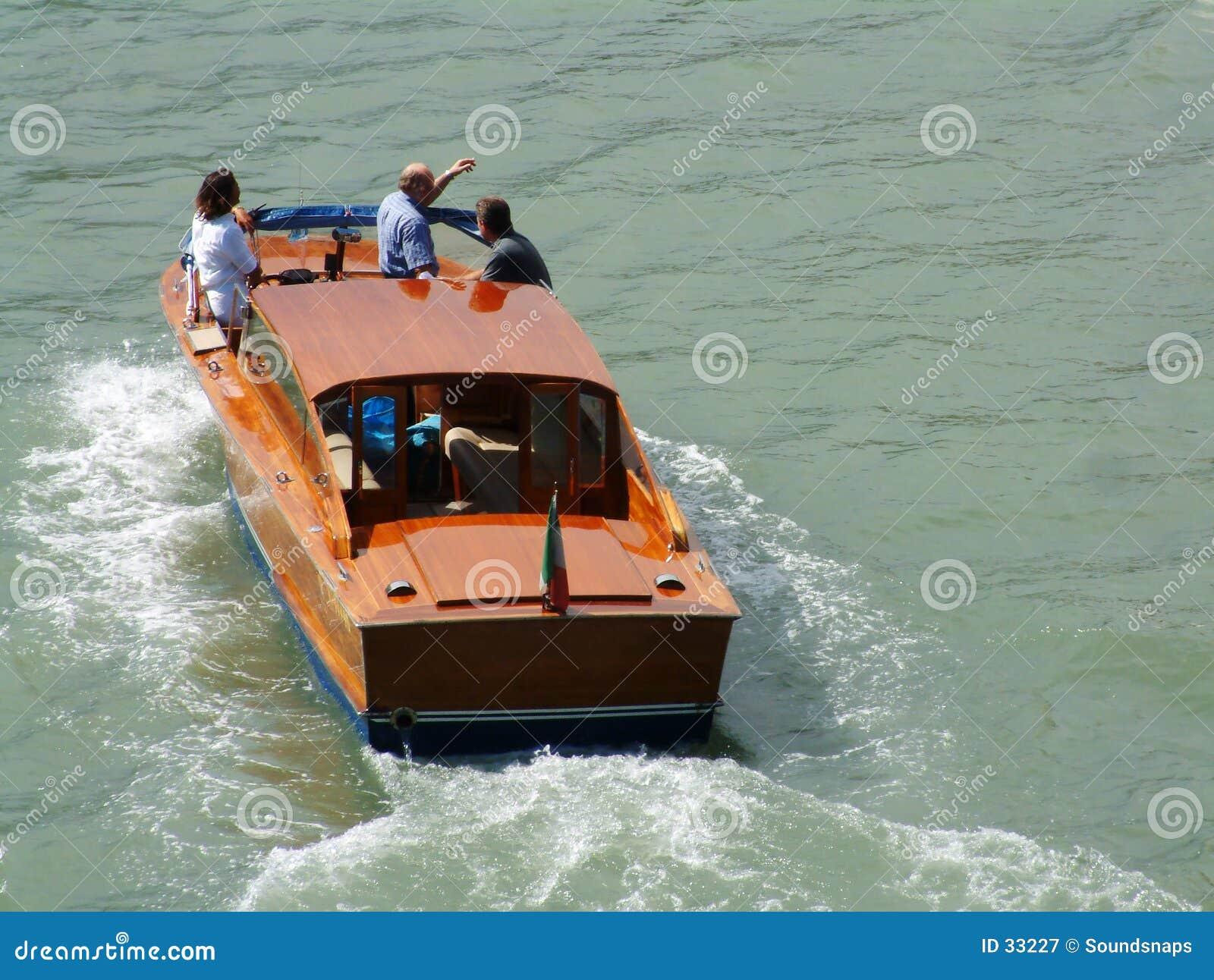 Barco do lançamento do táxi