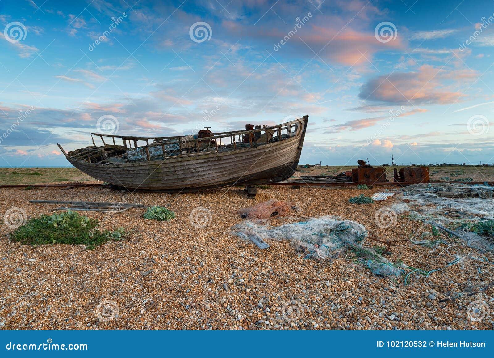 Barco em Dungeness em Kent