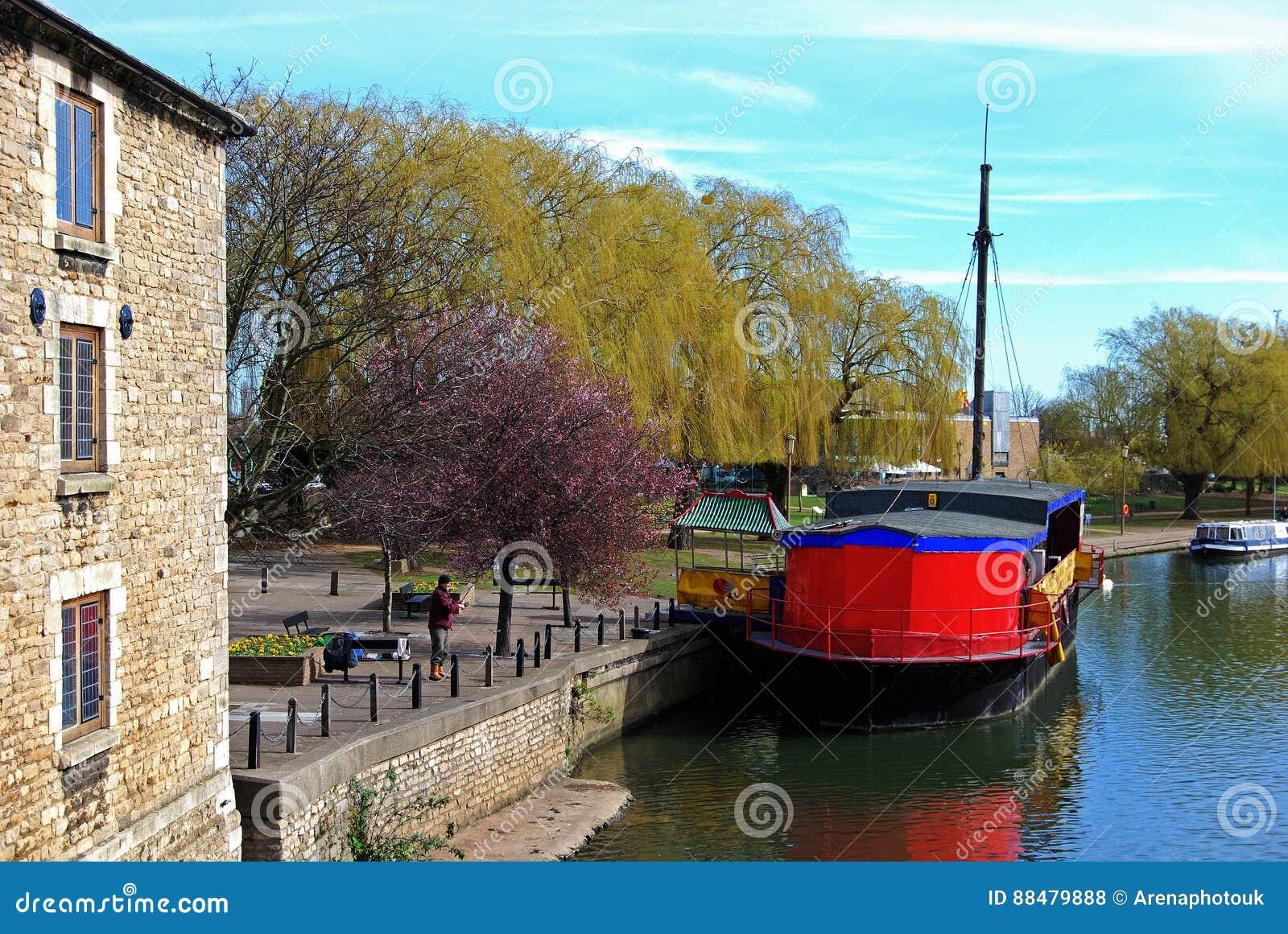 Barco en el río Nene, Peterborough