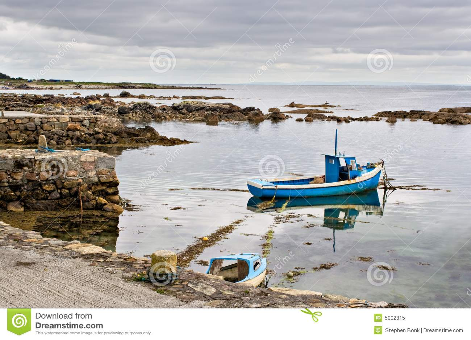 Barco en la bahía de Galway
