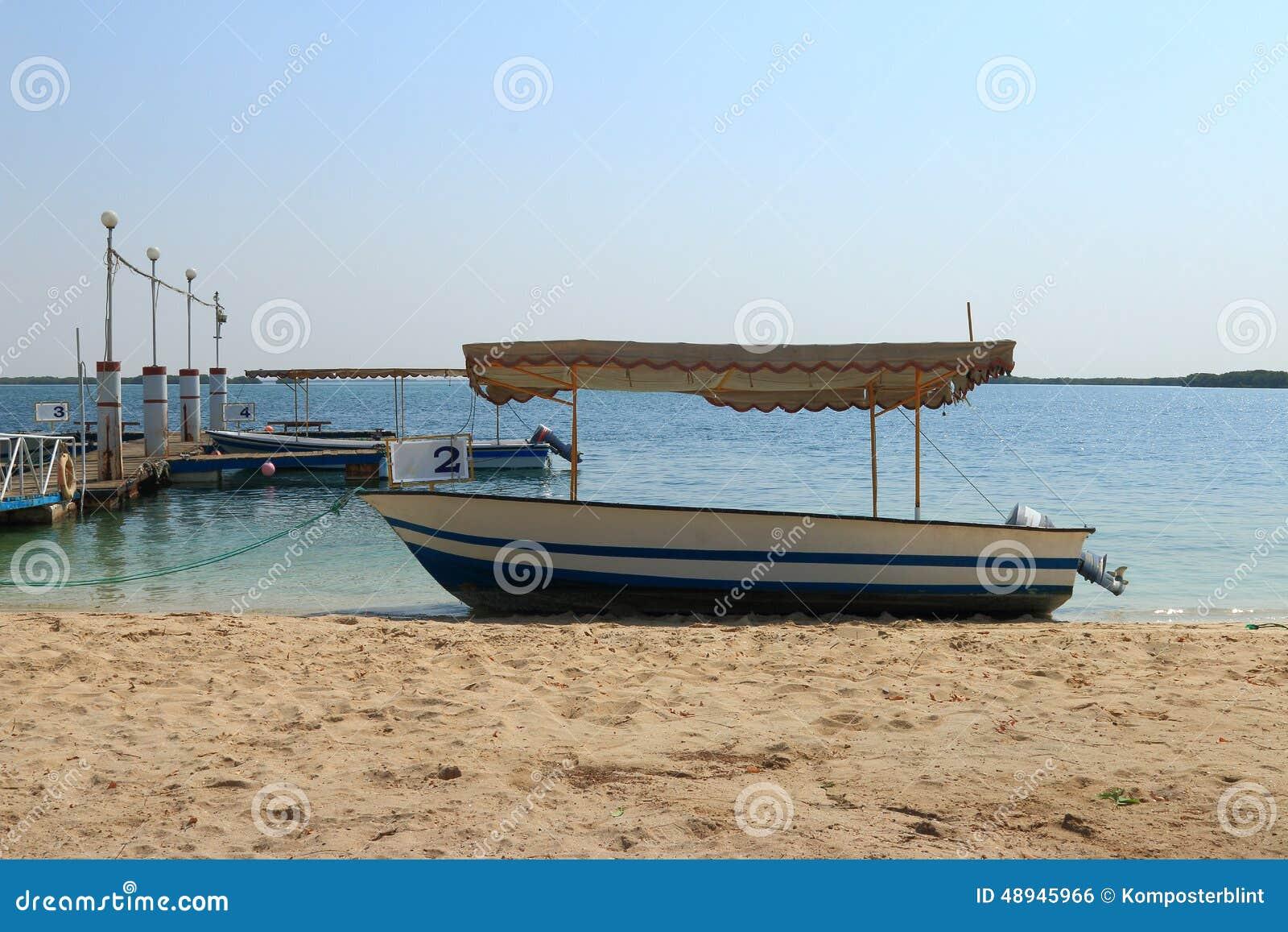 Barco en la orilla