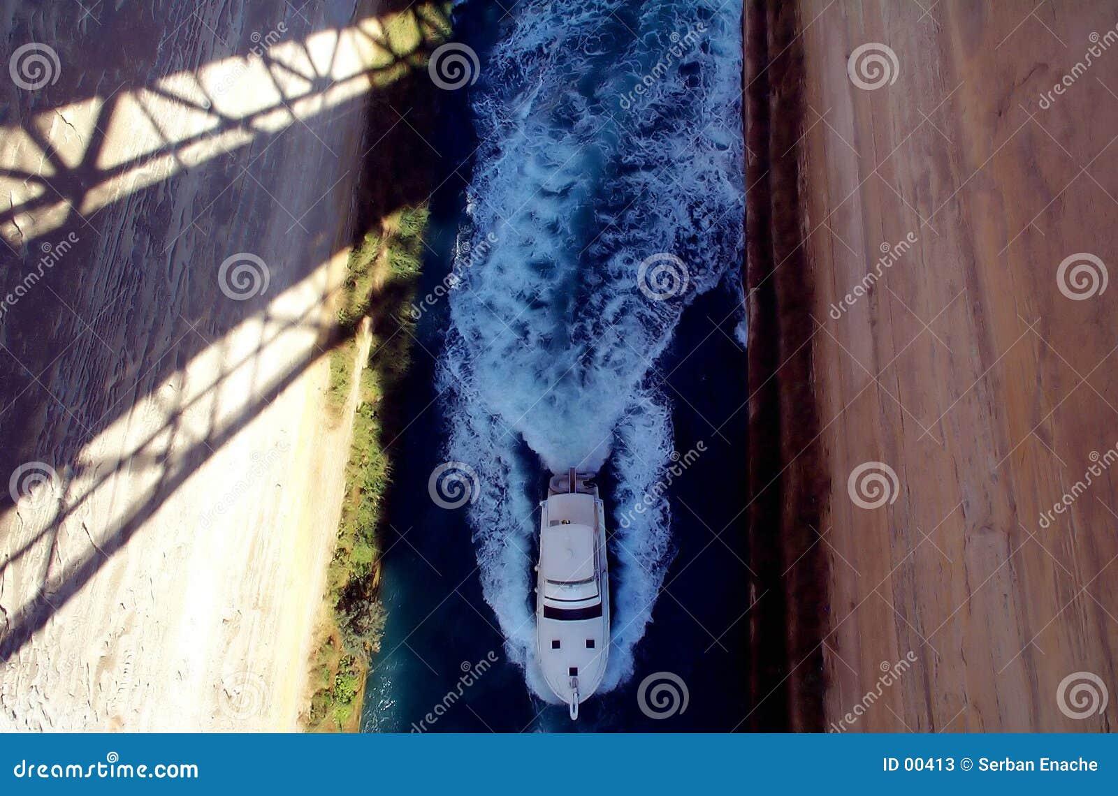 Barco no istmo