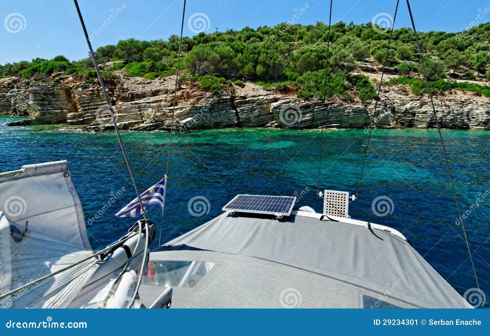 Download Barco no mar Ionian imagem de stock. Imagem de sailboat - 29234301