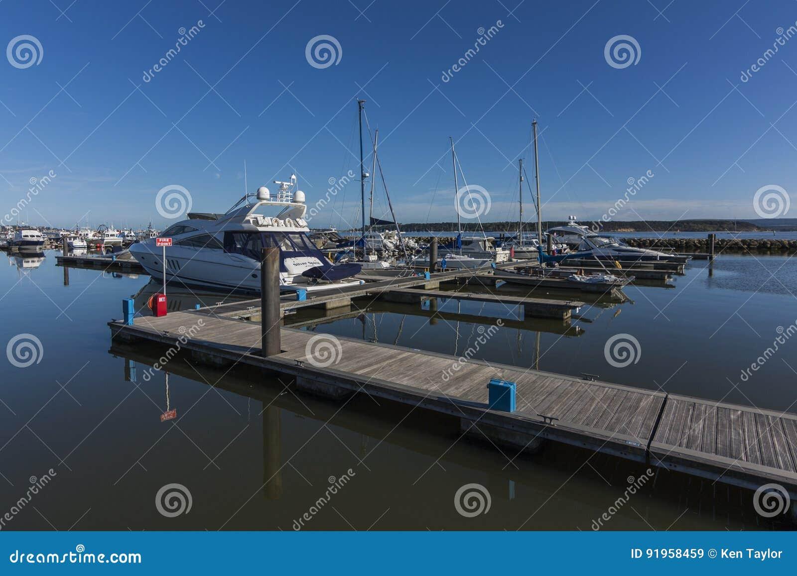 Barcos amarrados en Poole Quay