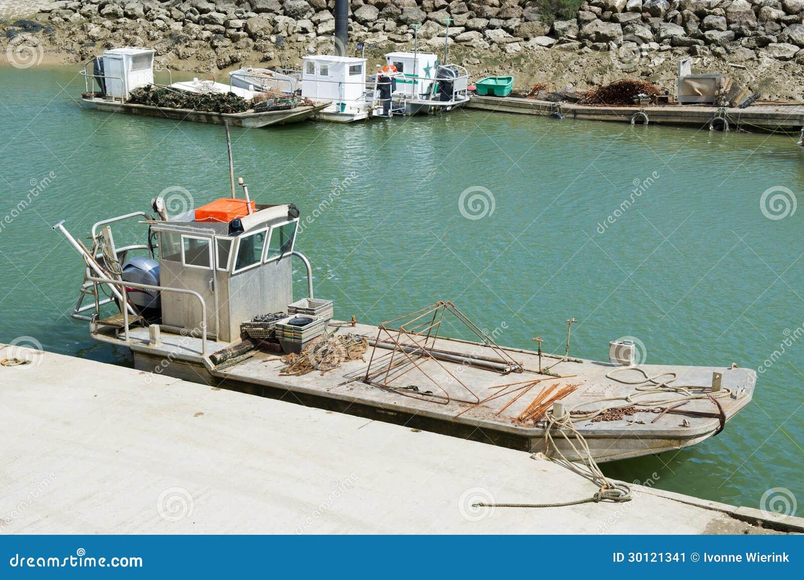 Barcos da ostra na ilha de Oléron