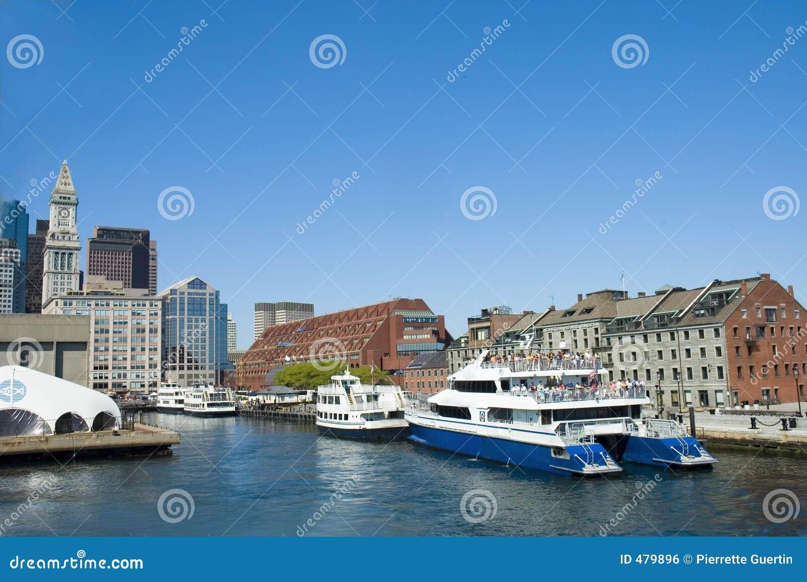 Barcos de cruceros en Boston
