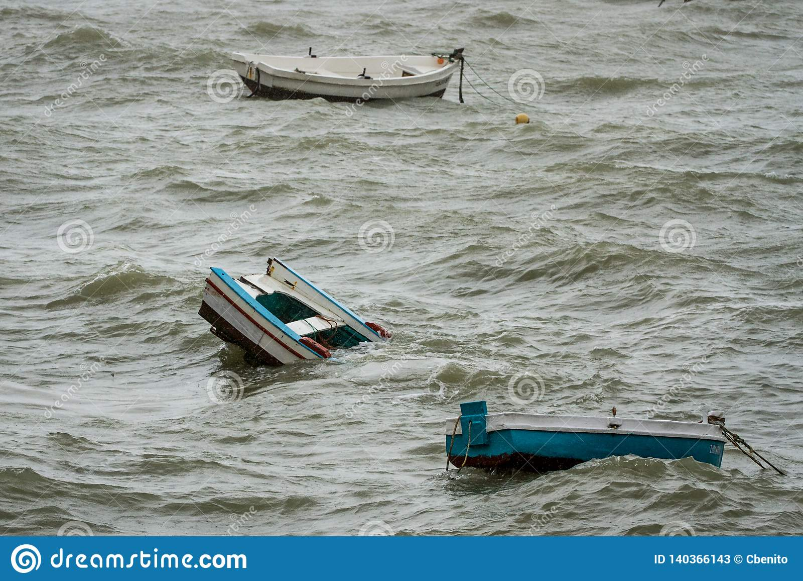 Barcos de hundimiento en Cádiz