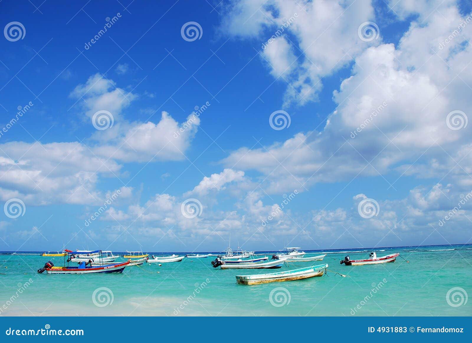 Barcos de mar do Cararibe