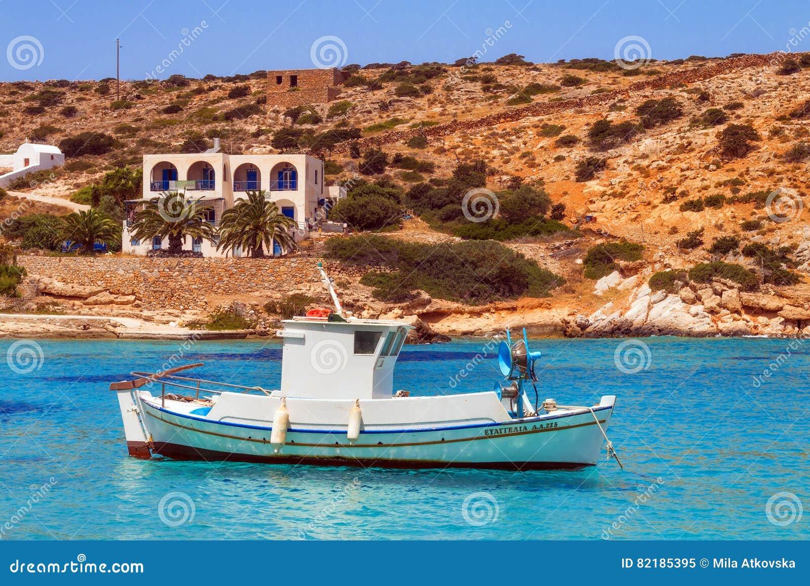 20 06 2016 - Barcos de pesca en el puerto de Agios Georgios, isla de Iraklia
