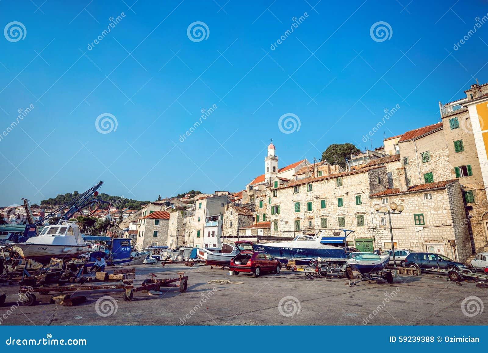 Download Barcos De Pesca En Pequeño Puerto En Sibenik, Croacia Foto de archivo editorial - Imagen de exterior, configuración: 59239388