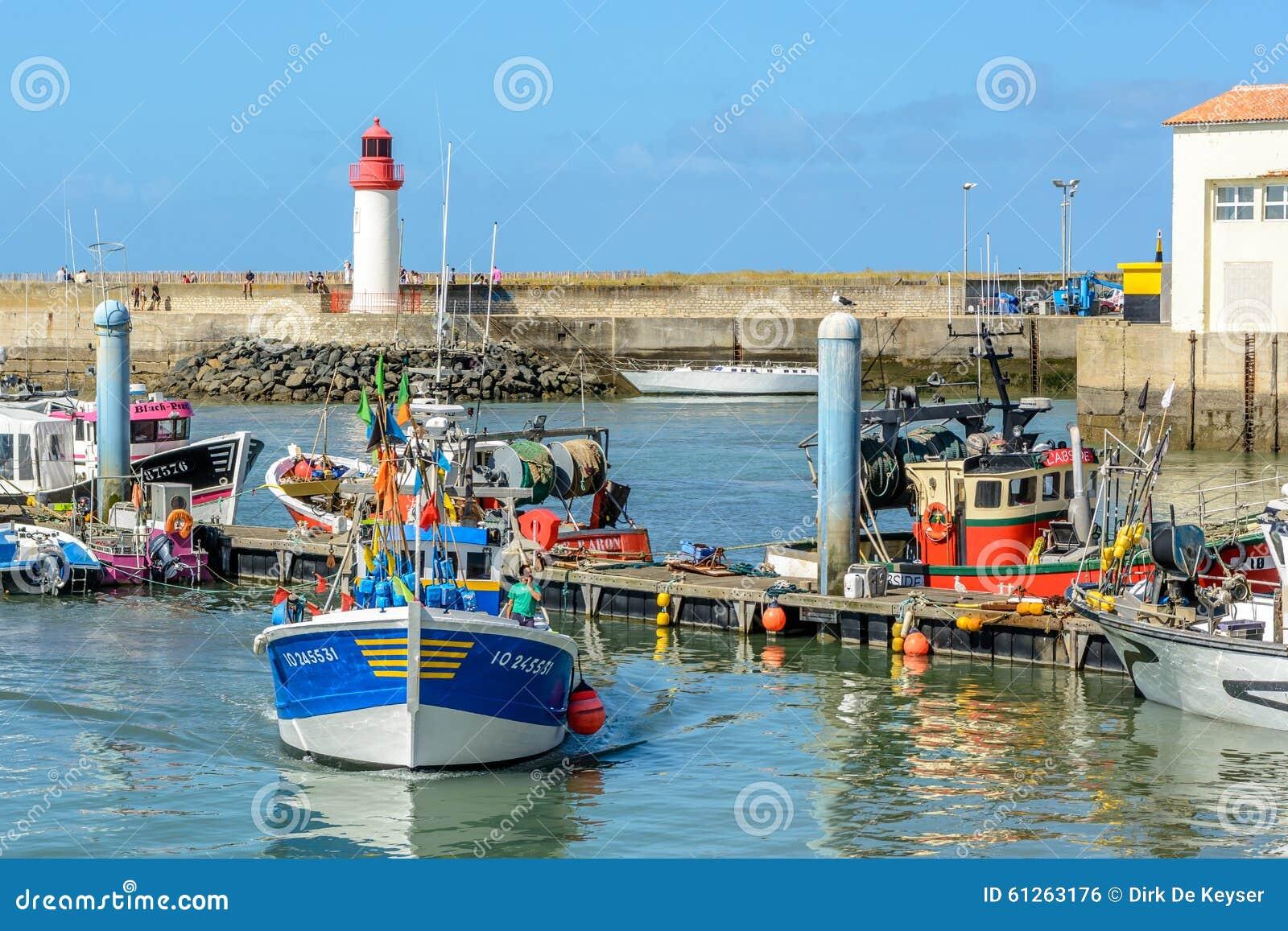 Barcos de pesca no cotiniere do La, porto na ilha de Oleron, França