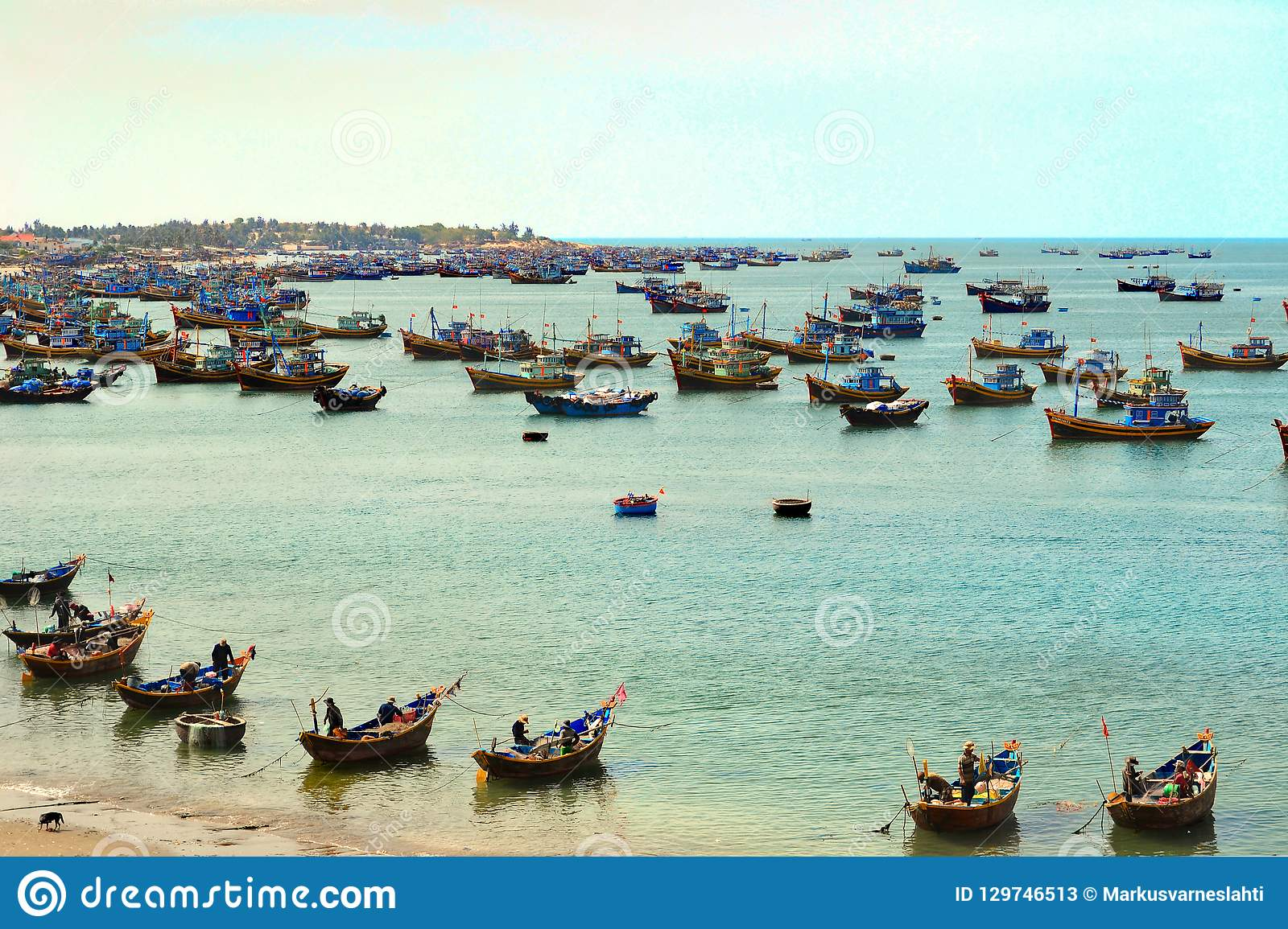 Barcos de pesca no mar
