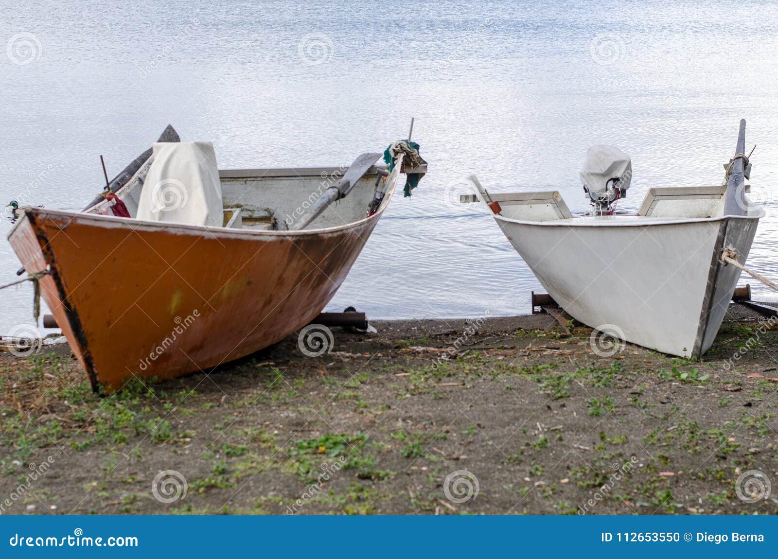 Barcos dos pescadores do lago Bolsena