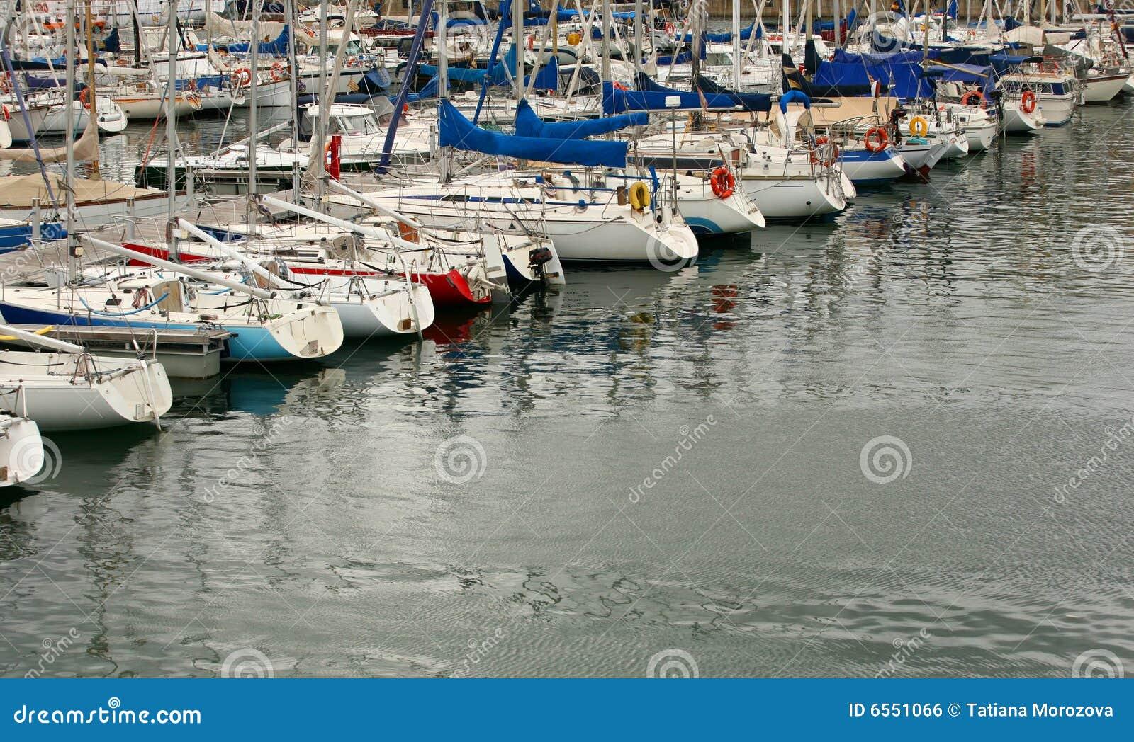 Barcos e iate