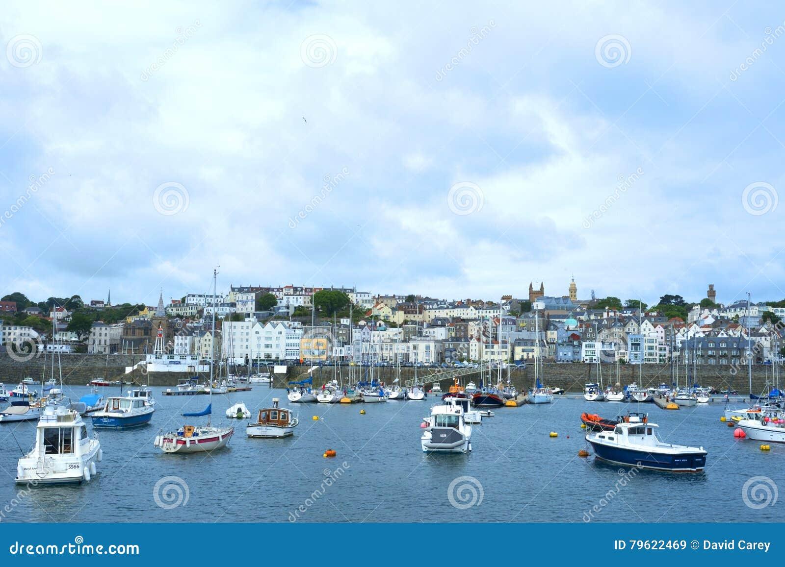 Barcos em Saint Peter Port, Guernsey