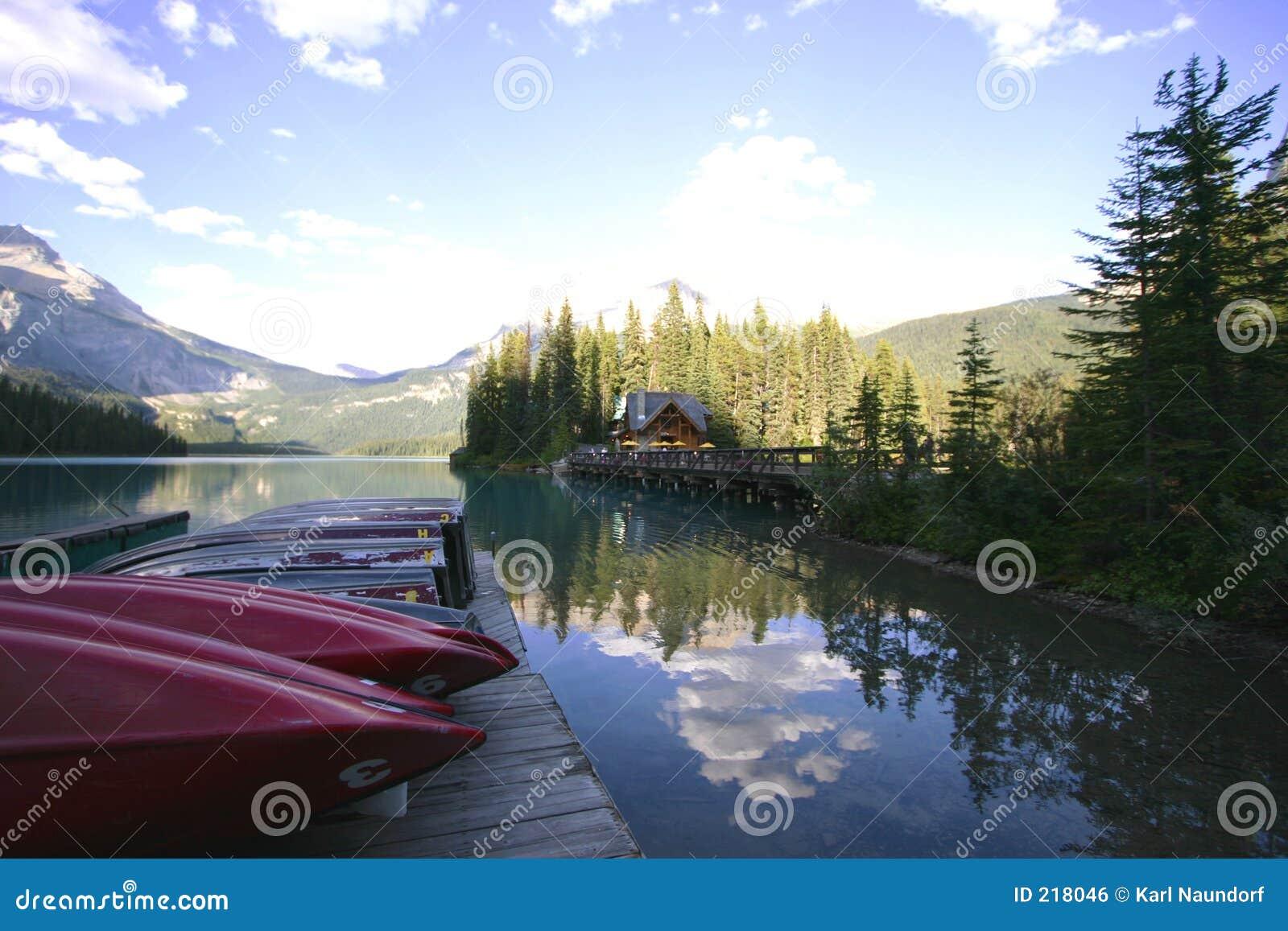 Barcos en el lago mountain
