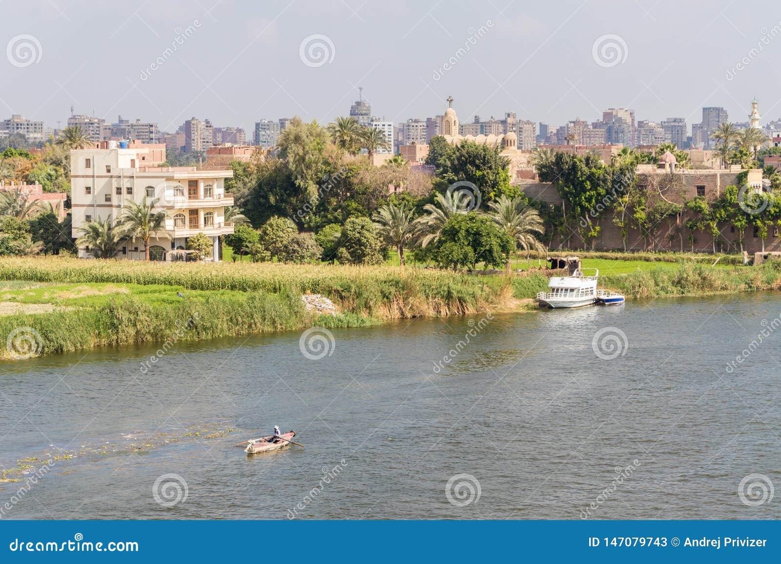 Barcos en el río Nilo en El Cairo