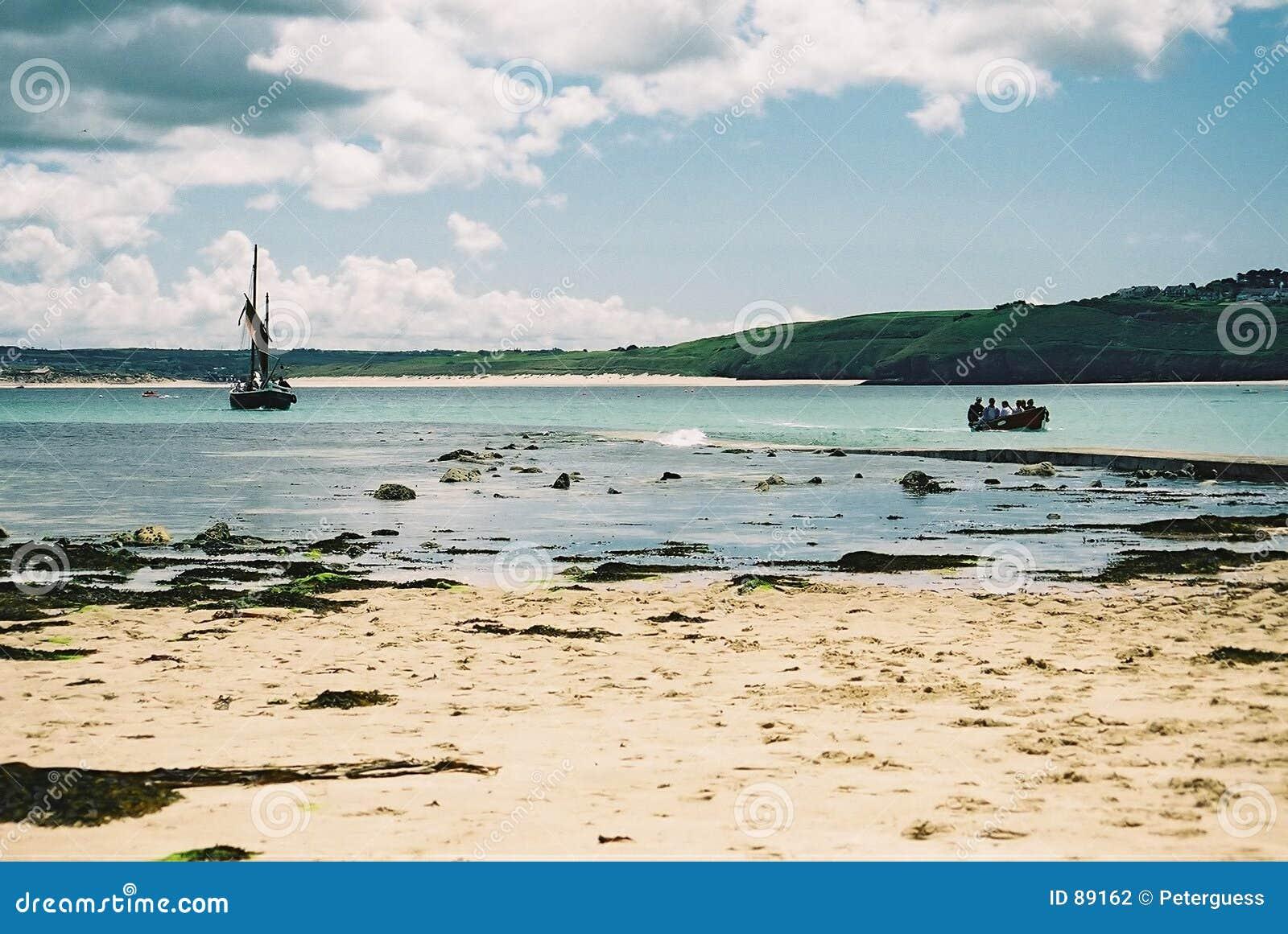 Barcos en la bahía en St Ives, Cornualles