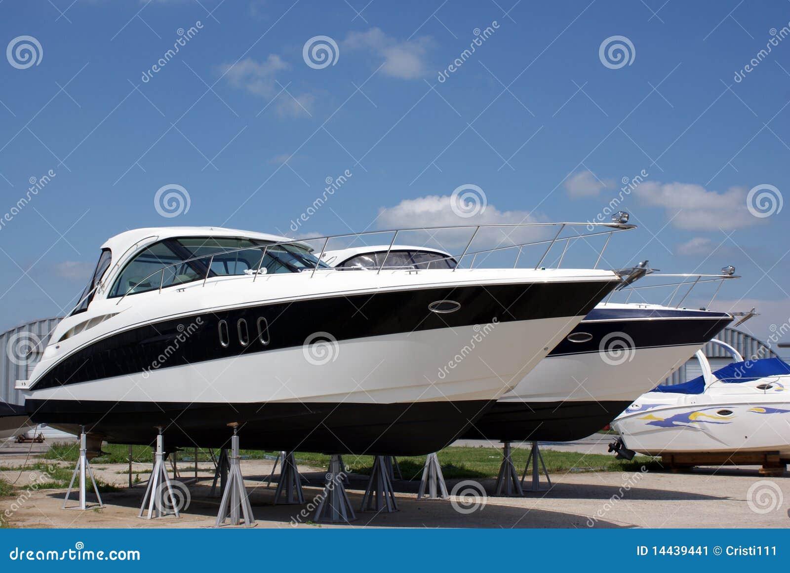 Barcos luxuosos para a venda
