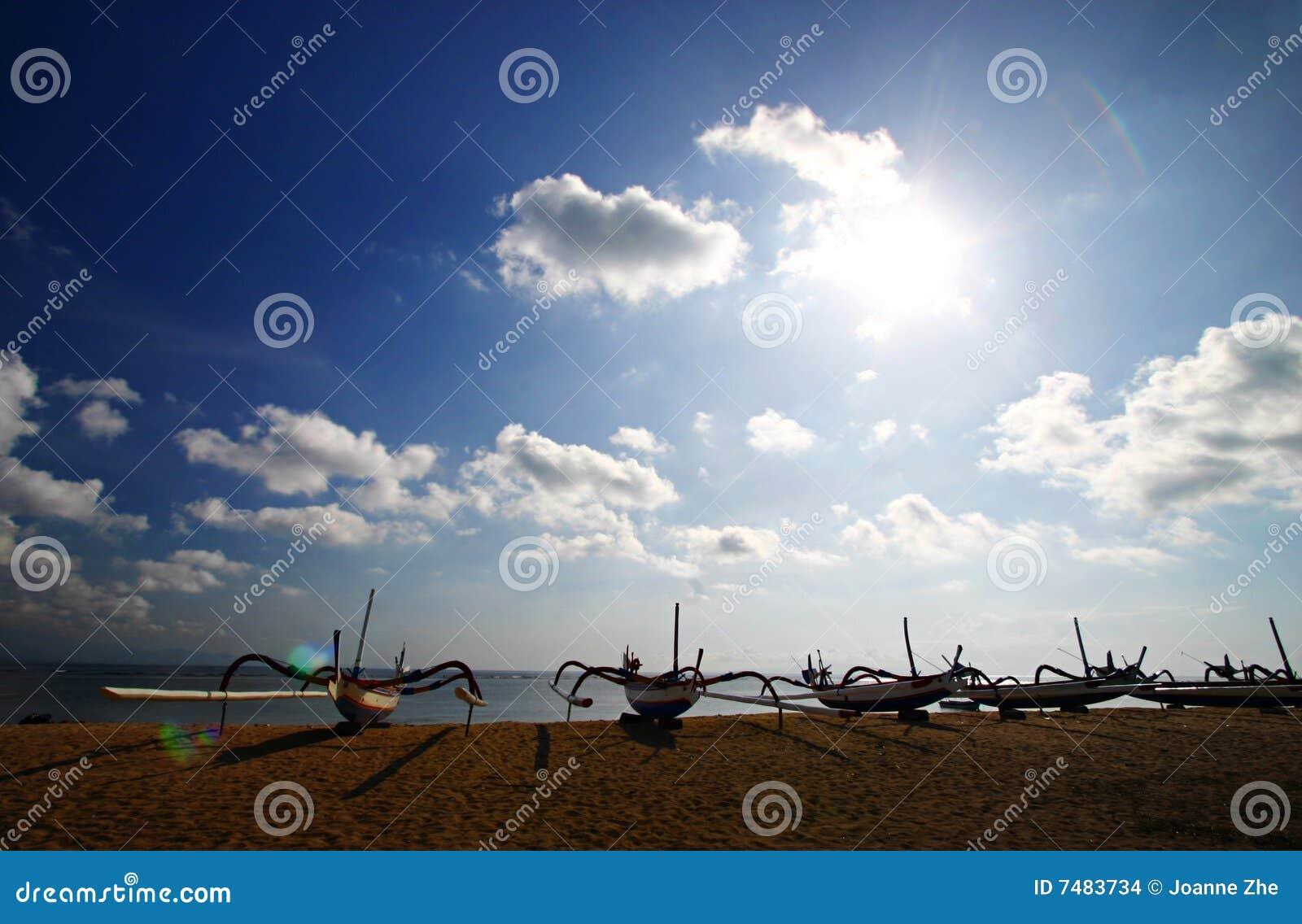 Barcos na praia de Bali