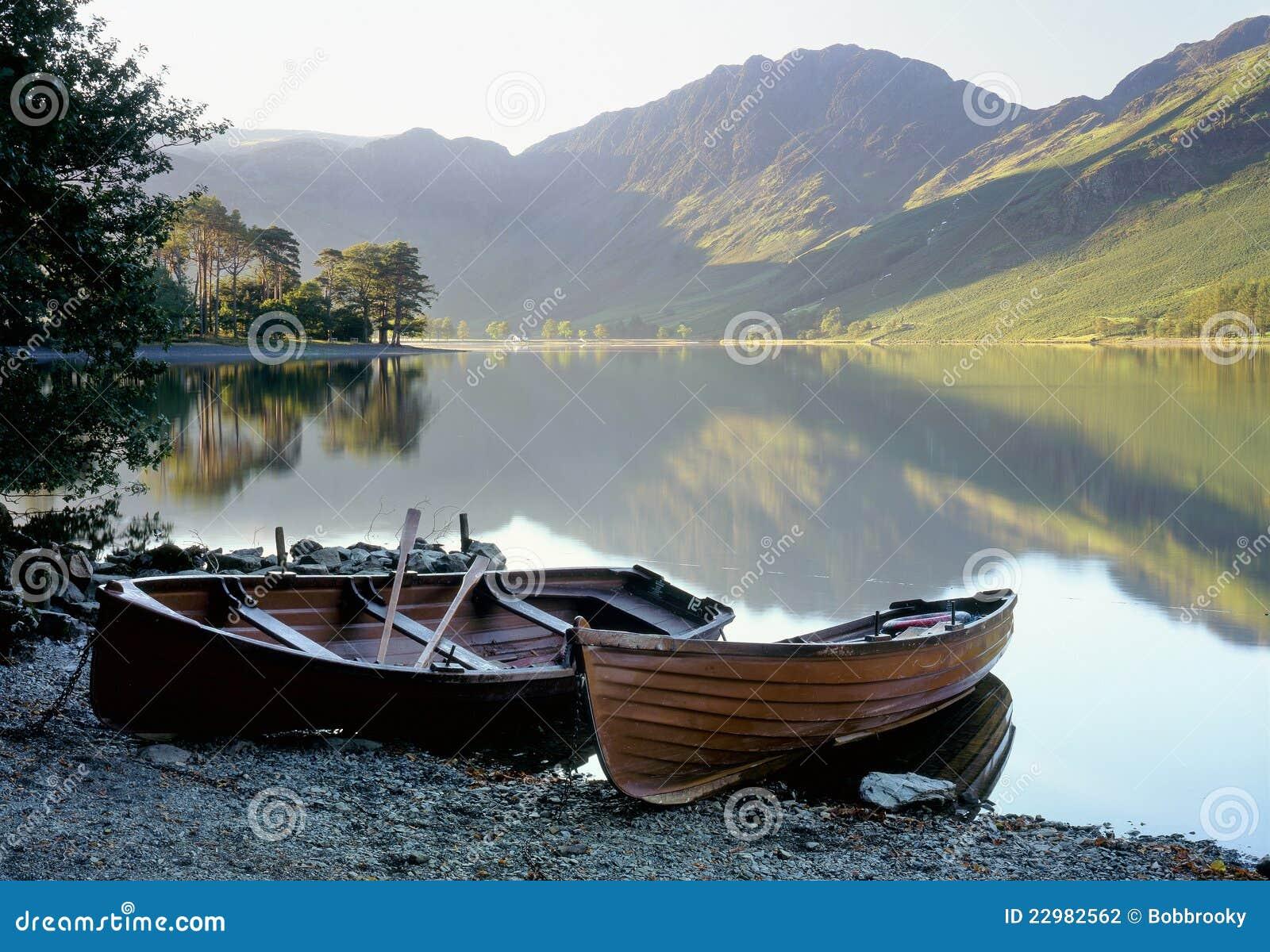 Barcos a remos de Buttermere, distrito do lago