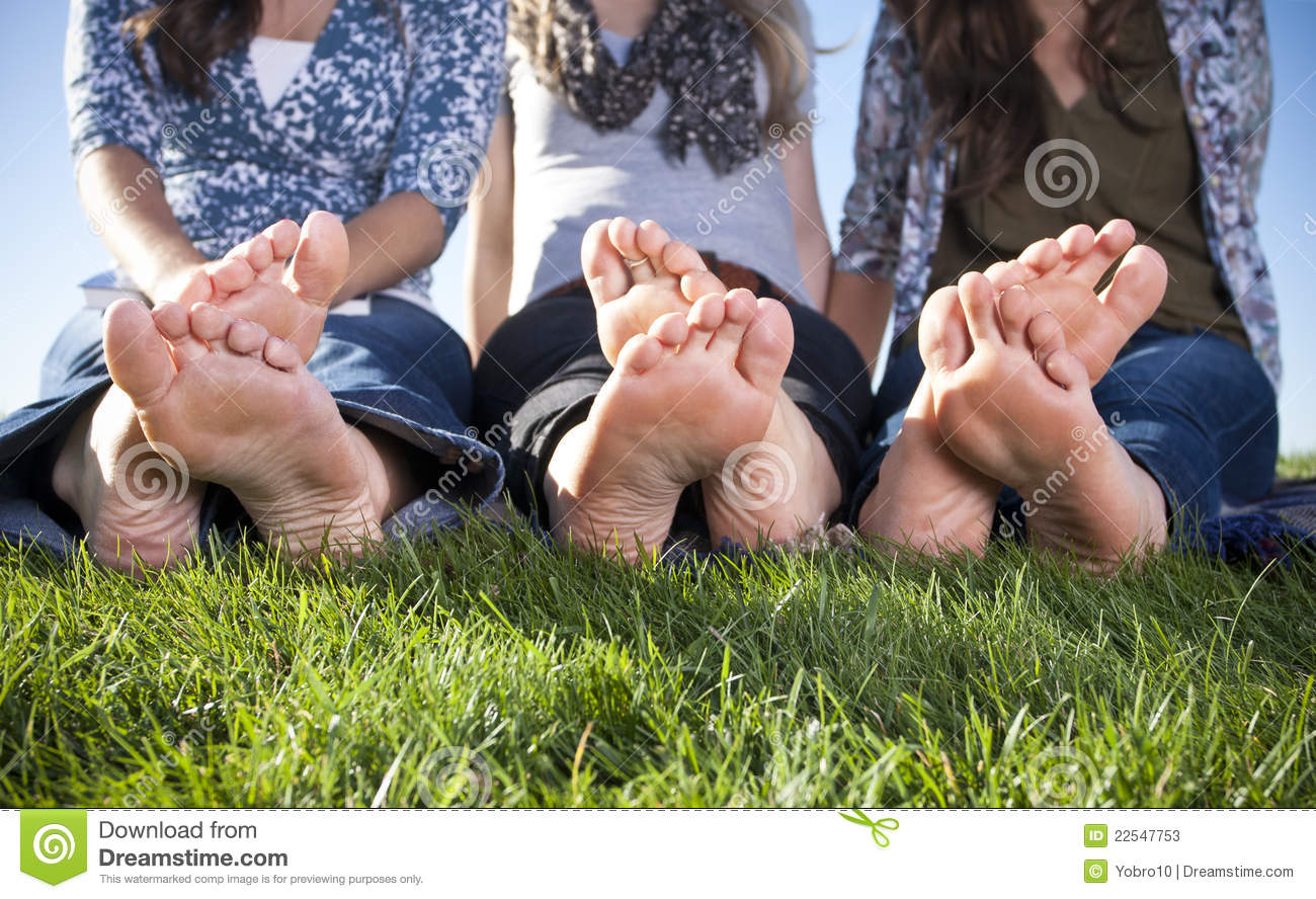 nude women feet outside