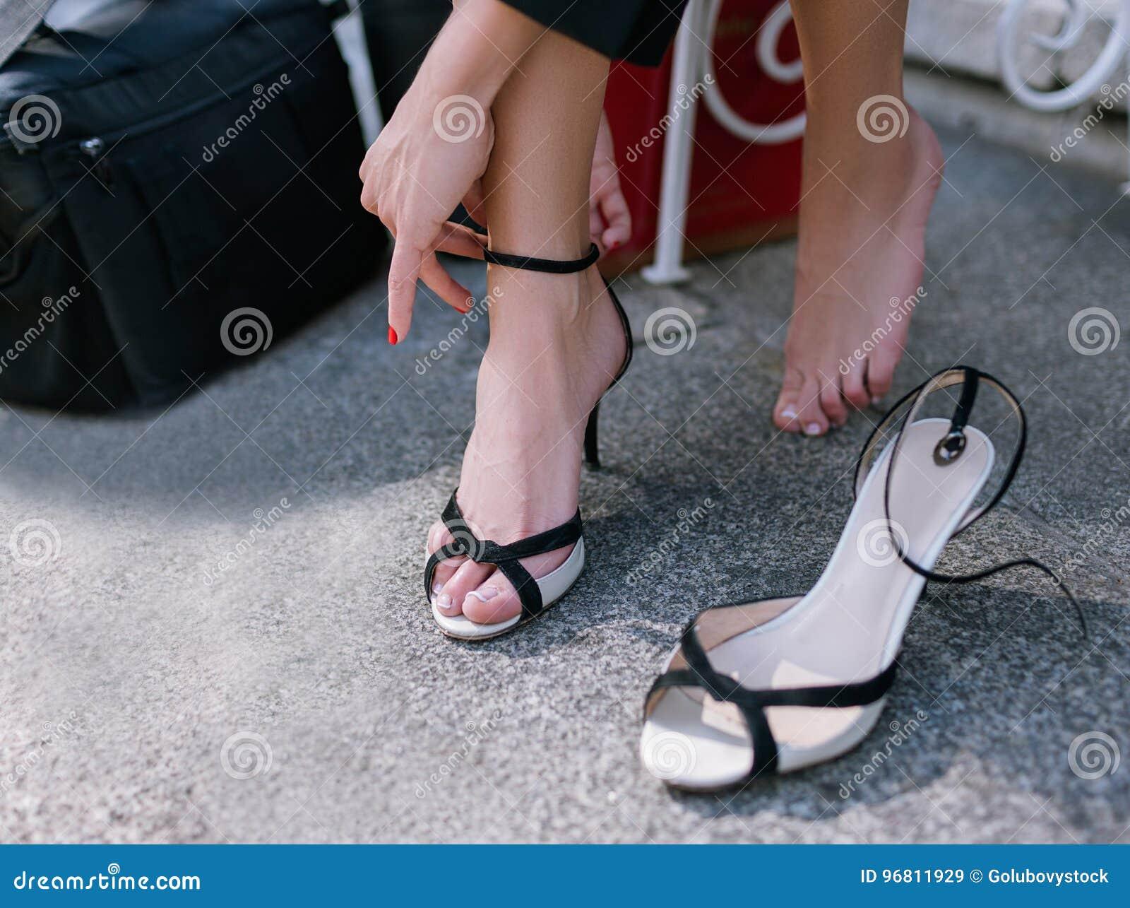https://thumbs.dreamstime.com/z/barefoot-woman-s-tired-legs-closeup-modern-social-behavior-confident-uninhibited-girl-taking-off-her-shoes-96811929.jpg