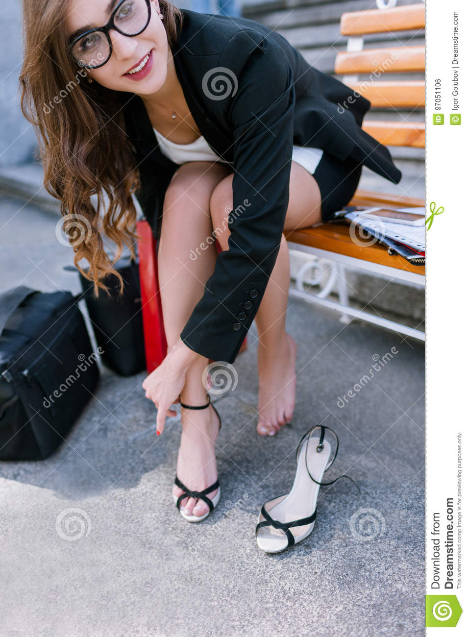 https://thumbs.dreamstime.com/z/barefoot-young-woman-tired-legs-confident-uninhibited-girl-taking-off-shoes-modern-social-behavior-97051106.jpg