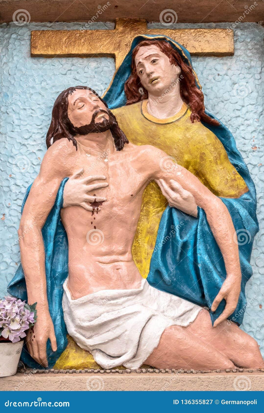 Barelief kolory reprezentuje politowanie Michelangelo
