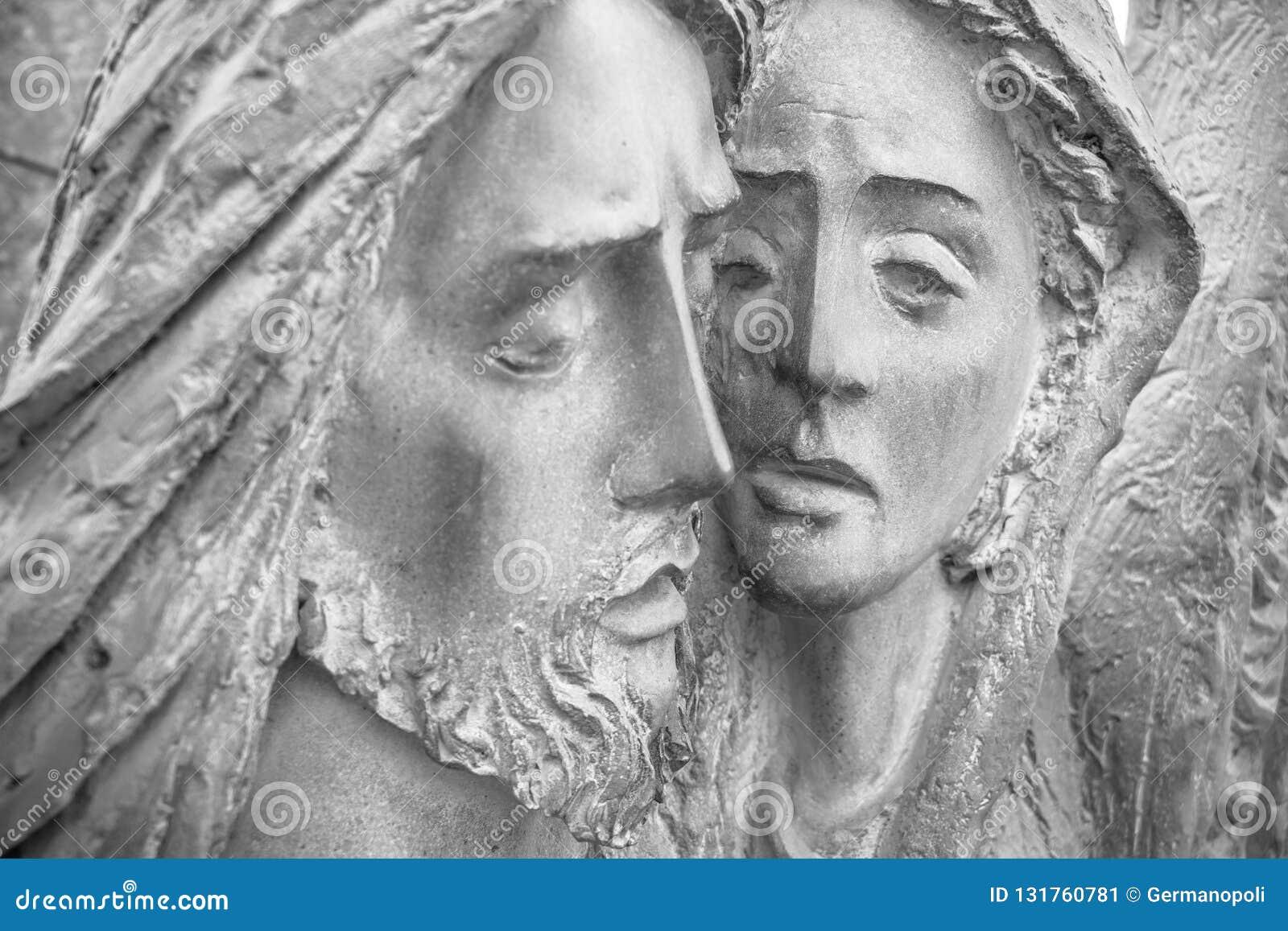 Barelief w brązie reprezentuje politowanie Michelangelo