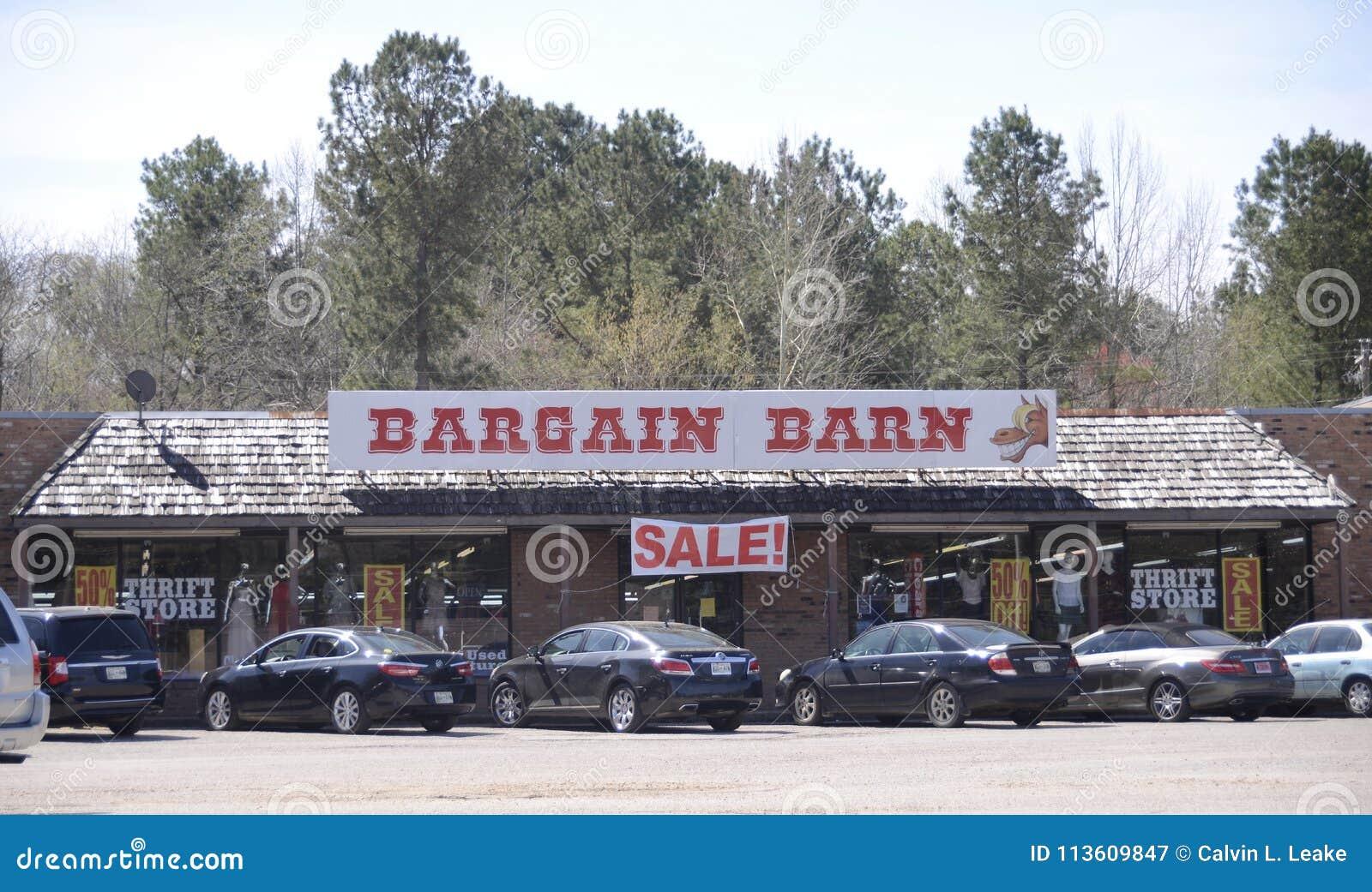 Bargin Barn Thrift Shop, Somerville, TN Editorial ...