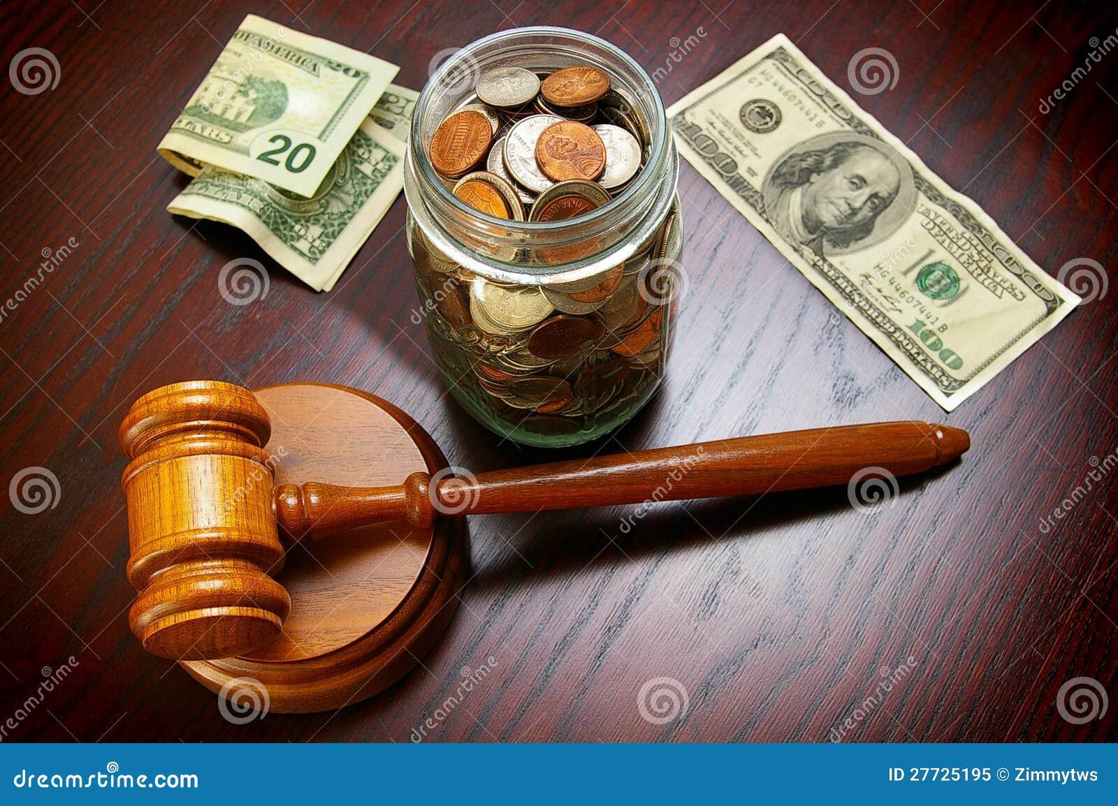Bargeld und Hammer