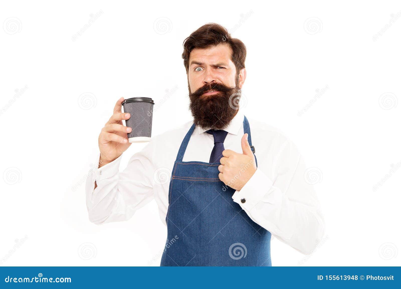 Barista подготовило кофе для вас Наслаждаться свежим кофе Воодушевленный с чашкой свежего кофе Бородатый кофе бумаги владением че