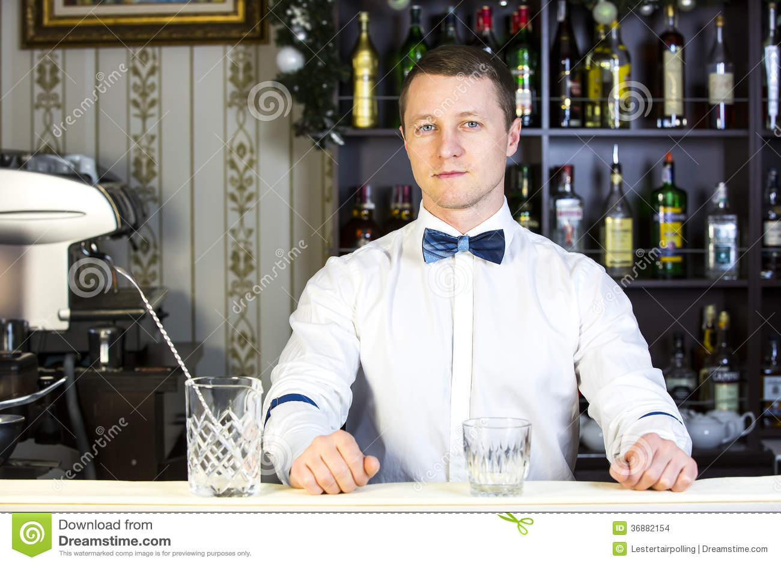 Download Barista fotografia stock. Immagine di differente, handsome - 36882154