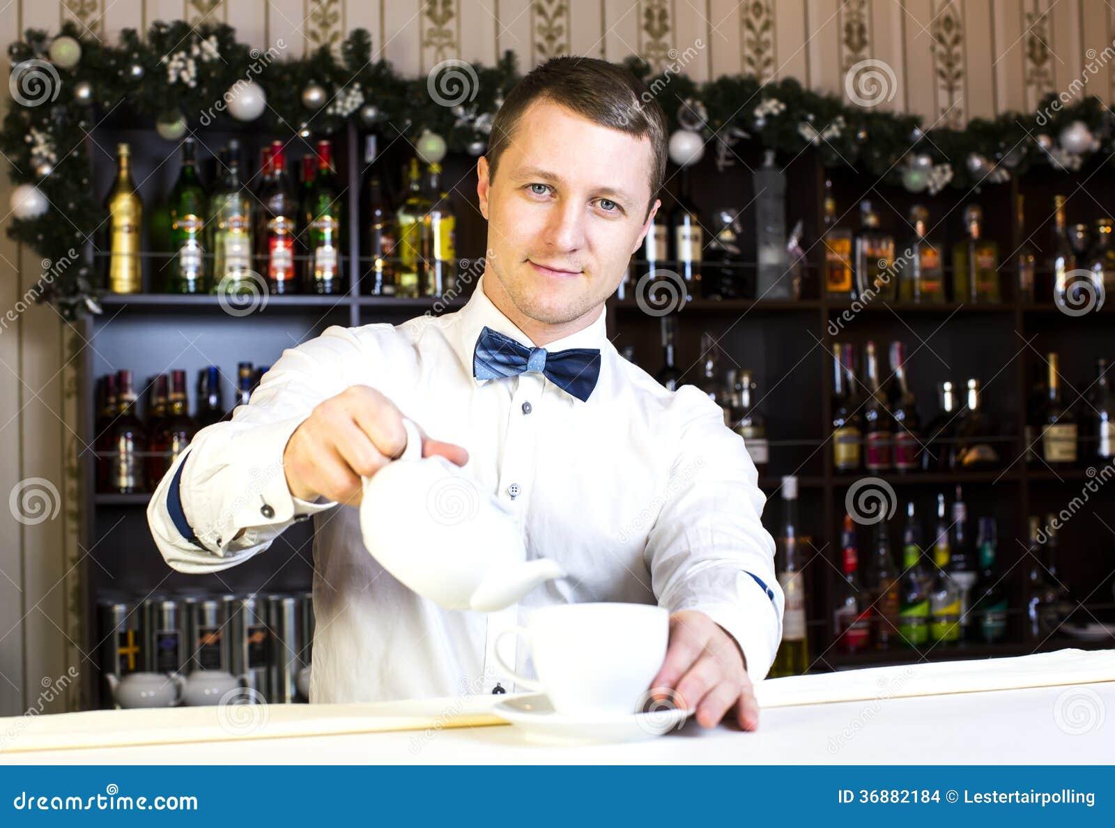Download Barista fotografia stock. Immagine di barkeeper, pulito - 36882184