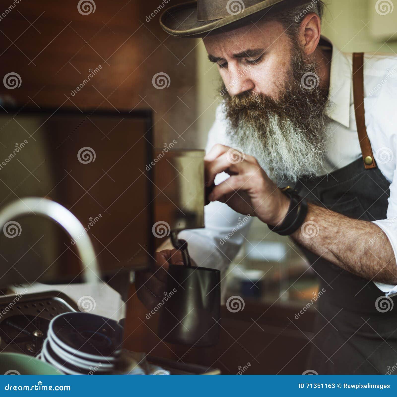 Barista Pouring Coffee Cafe, das Startgeschäfts-Konzept bearbeitet