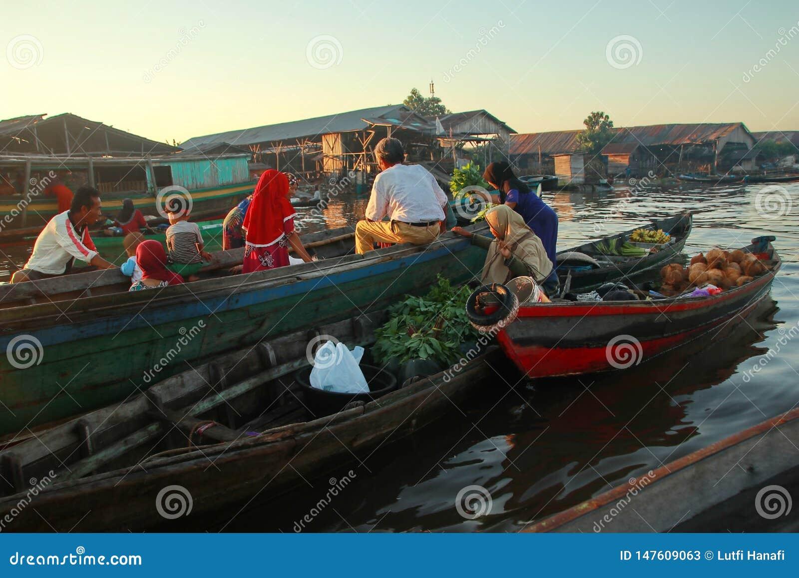 Baritorivier het drijven markt in de ochtend