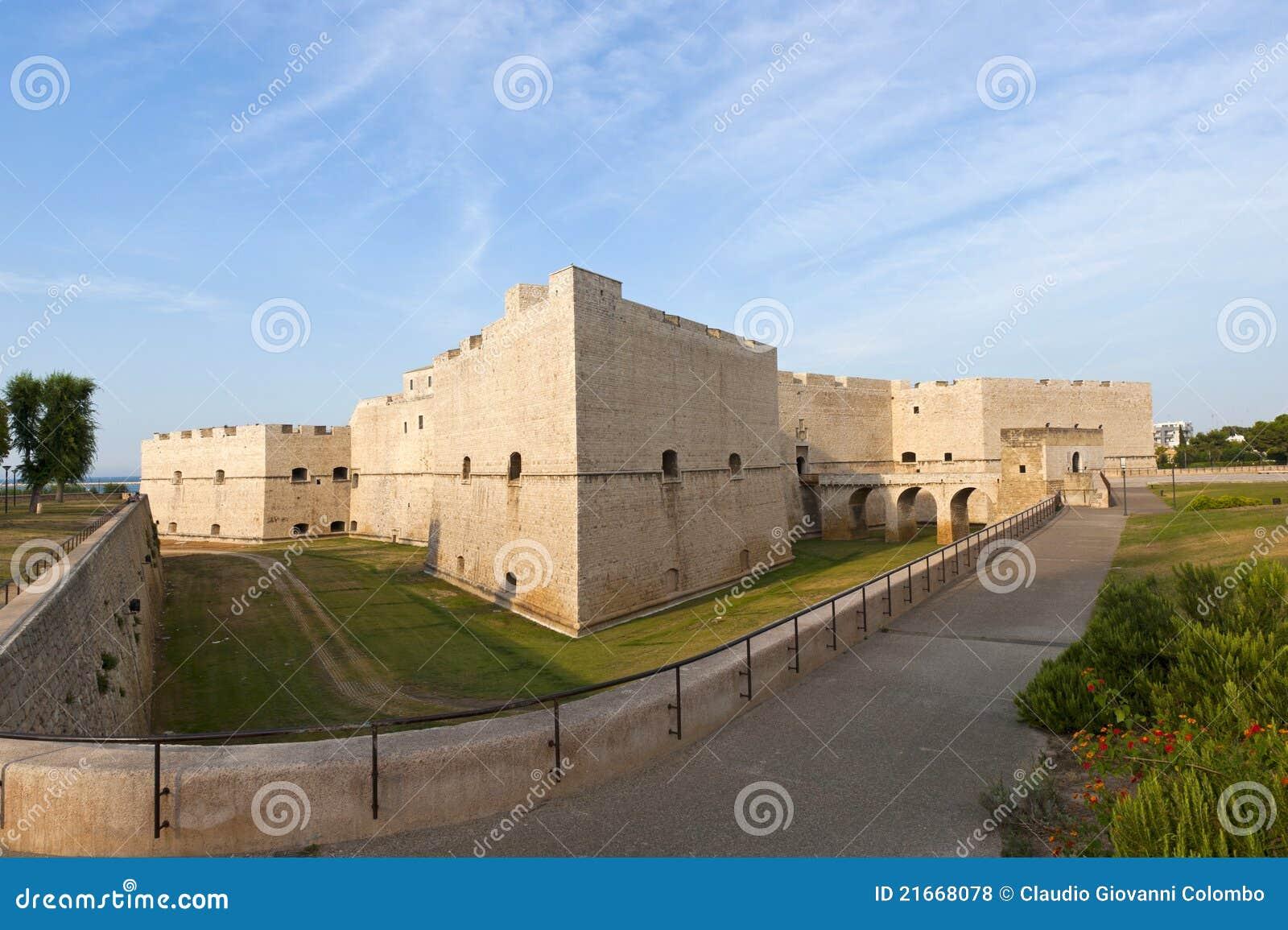 Barletta (Apulia, Italy) - castelo medieval