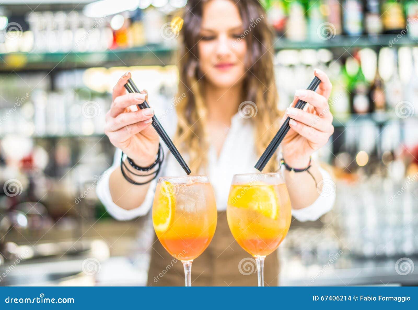 barman datând un client)