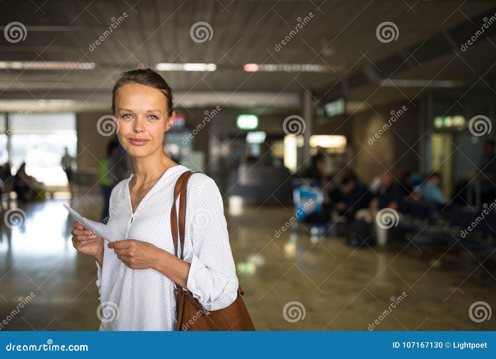 Barn för flygplatskvinnligpassagerare