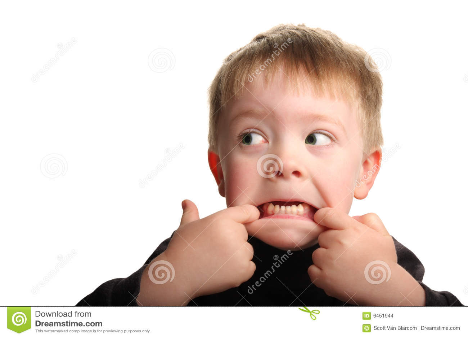 Barn för gullig framsida för pojke roligt görande