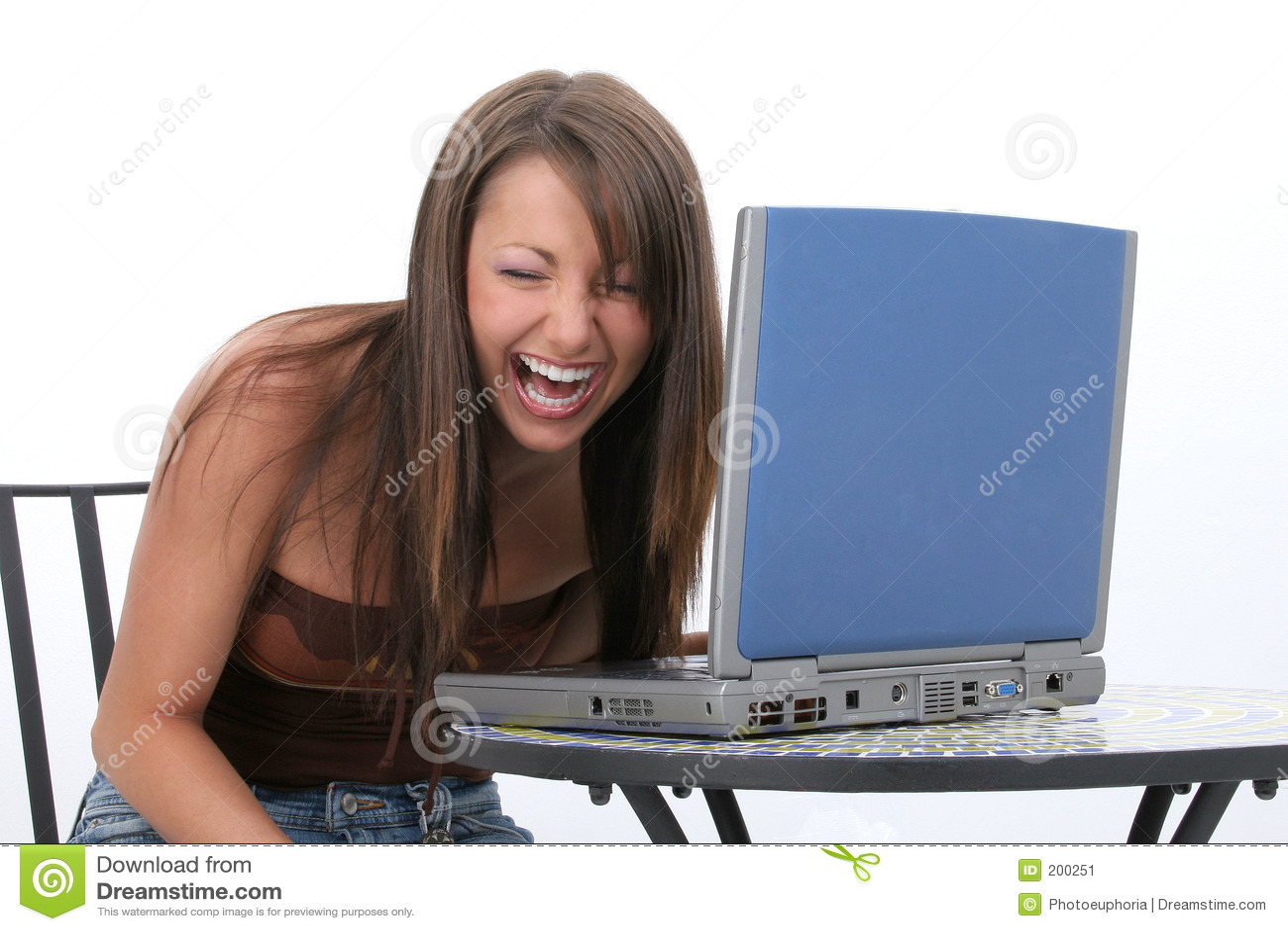 Barn för kvinna för härlig datorbärbar dator skratta